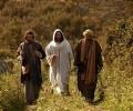 Lc 24,13-35: Chúa Phục Sinh hiện ra với hai môn đệ trên đường Emmaus