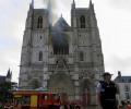 Cháy lớn ở nhà thờ chính tòa Nantes, nghi ngờ kẻ gian cố ý phóng hỏa