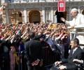 Video: Đức Thánh Cha bác bỏ những chỉ trích nhắm vào ngài trong cử chỉ hôn nhẫn tại Loreto