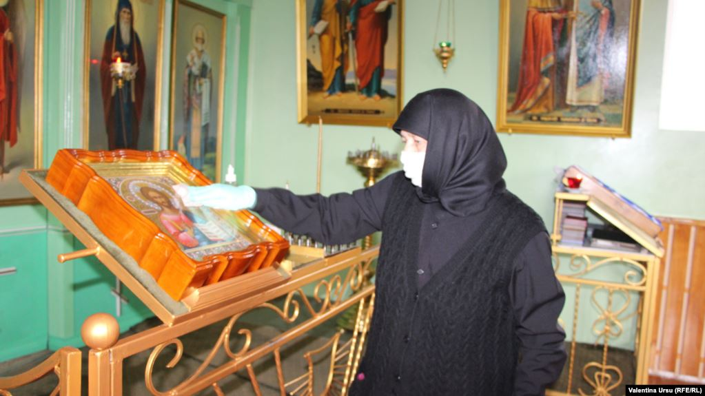 Ước tính 95% dân số 4,5 triệu dân của Moldova là Cơ đốc giáo chính thống.
