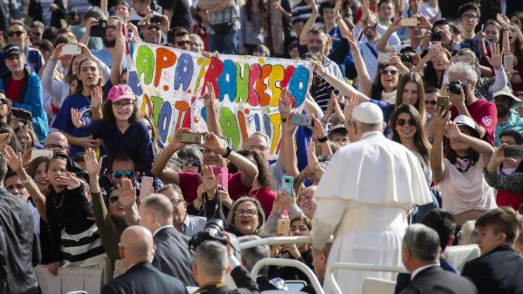 Vì sao giáo hoàng mặc áo trắng?